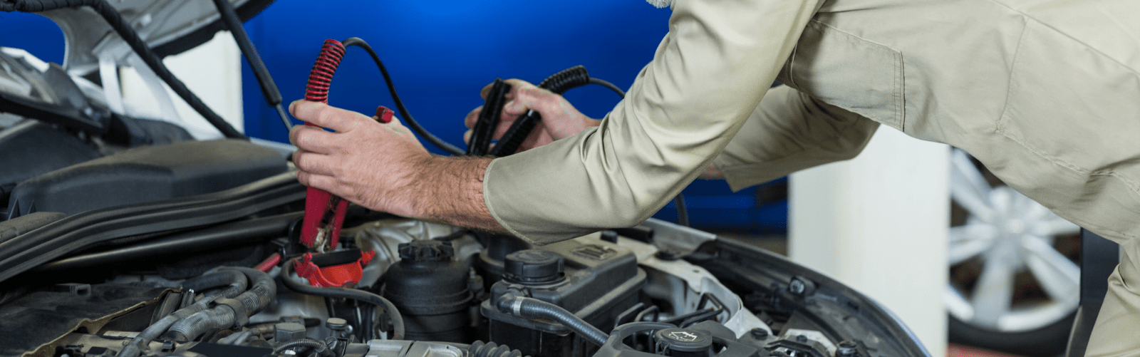Get car battery replacement in dubai at ServiceMyCar